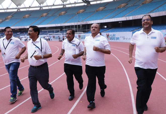 From R: DG Deepak Gupta, RIPN Shekhar Mehta, PDGs Ramesh ­Aggarwal, Sharat Jain and DGN Ashok Aggarwal participate in the Run.