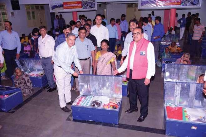PDG Ganesh Bhat (L) and DG Girish Masurkar (R) with a beneficiary.
