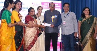 Kishore Lulla (second from R), member of RC Sangli, presents a cheque to DG Girish Masurkar in the presence of (from L) Prashanti Reddy, Gauri Tavargeri, Event Chairman Renuka Salunke, Sandhya Masurkar and Sunita Lulla.