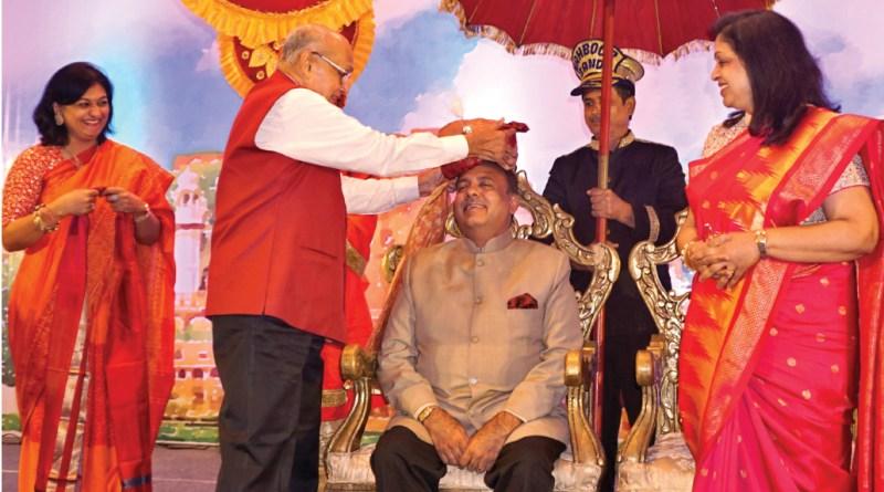 PRIP Kalyan Banerjee honours RIPN Shekhar Mehta with pagdi as Rashi (R) and Sonal Sanghvi (L) look on.