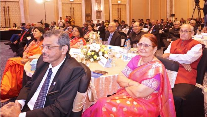 PRIP Kalyan Banerjee, Madhavi and RID Bharat Pandya, Sonal Sanghvi, Rashi Mehta, TRF Trustee Gulam Vahanvaty and RID Kamal Sanghvi at the felicitation in Kolkata.