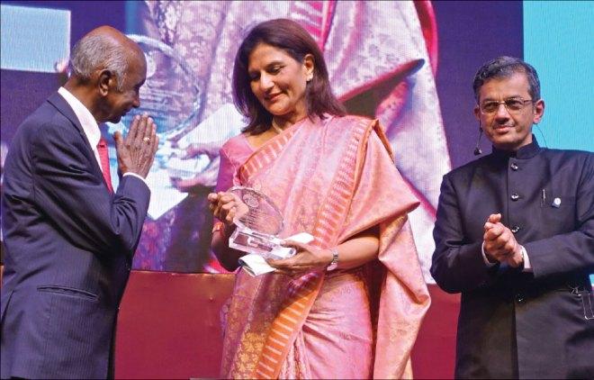 PRID Panduranga Setty honours Preetha Reddy, Vice Chairperson of Apollo Hospitals, as RID Pandya looks on.
