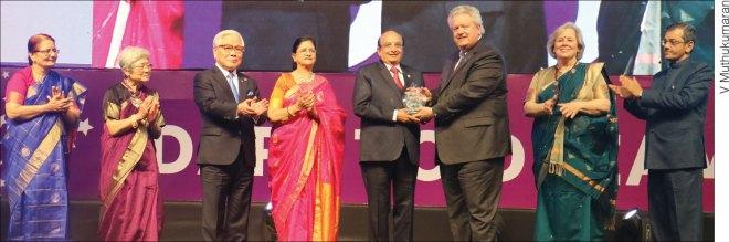 PRID Ashok Mahajan receives the Polio Pioneer Award from RI President Mark Maloney in the presence of (from L) Madhavi, Nobuko, TRF Trustee Seiji Kita, Nayantara, Gay and RID Bharat Pandya.