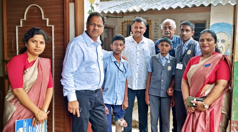 RC Mysore Midtown President-elect A N Aiyanna (second from L) with Lohith and Interactors of Rotary  Midtown Academy.
