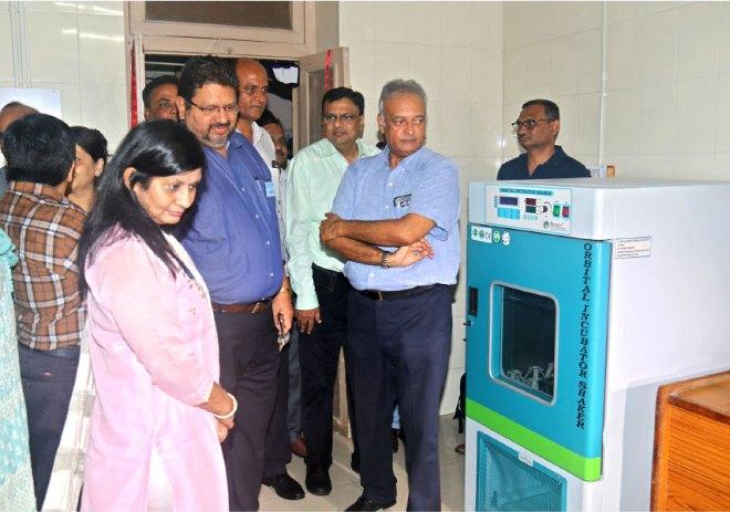 PDG Pinky Patel along with Rotarians at the Rajkot Skin Bank.