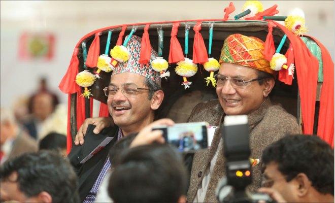 RIDs Bharat Pandya and Kamal Sanghvi on the iconic handcart of Kolkata at the HoF.