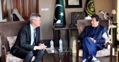 RIPE Holger Knaack with Pakistan Prime Minister Imran Khan.