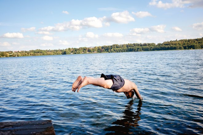 President Knaack dives into the Küchensee. Is there an analogy to his leadership style? Sure — it's got to be fun.
