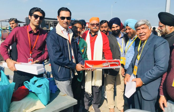 Pakistani Rotarians presenting the kirpan to Indian Rotarians.