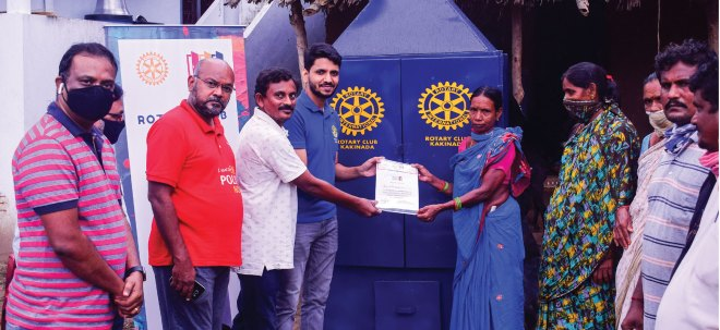 Rotarians giving a sturdier Jithika to women in Chinna Boddu Palam village.