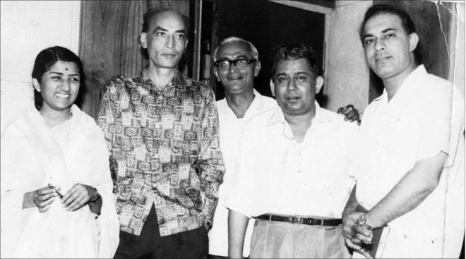 Lata with music director S D Burman (to her left), music director Chitragupta (second from R) and playback singer Talat Mahmood (extreme R).