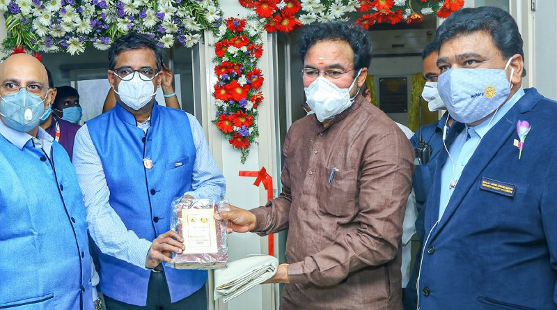RC Hyderabad Deccan president VVSN Raju honours Union Minister G Kishan Reddy at the inaugural of the plasma bank. Also present DG N V Hanmanth Reddy (R) and past president Sharath Choudary (L).