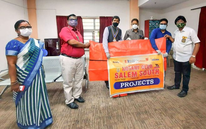 RC Salem South president R Mangeshwar and his team donate mortuary bags to the Government Hospital, Salem.