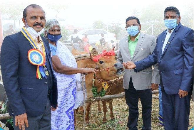 From L: RC Rasipuram president S Kathiresan, beneficiary Rathinam, DGE P Saravanan and IPP A Thirumoorthi.