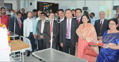 RIDE Mahesh Kotbagi and Dr Amita with DG Harish Motwani, DGE Om Prakash Motipawale, DRFC Pramod Parikh and club president Kshitij Zaware at the dialysis centre.