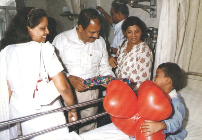 With Rashi and Anu Rampal, Vidhawan visiting a child being treated for heart disorder