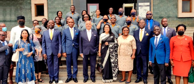 RI President Mehta and Rashi with the government's chief whip Thomas Tayebwa (fourth from L), DG John Magezi Ndamira (fifth from L) and Rotarians in front of the Parliament of Uganda.