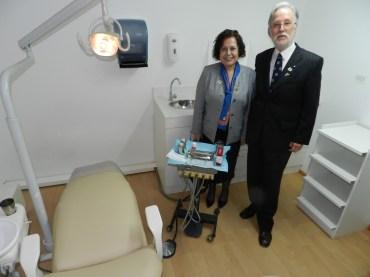 Gobernadora Sonia Garay y Dr. Nelson Pardo en Visita Cilnica Dental