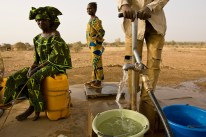 People draw water from a Rotary funded well in Kouré, Niger.