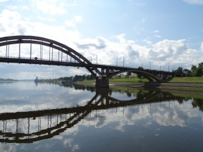 Yaroslavl'da Volga Nehri Köprüsü