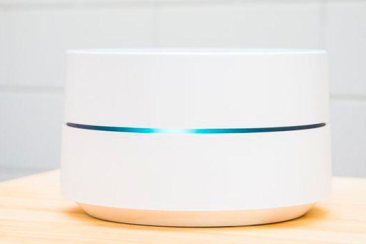 Après le Google Home, le Google WiFi est  disponible en France