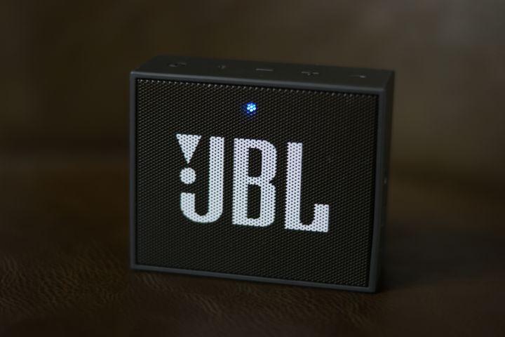 JBL Go : que faire quand le voyant rouge reste allumé ?