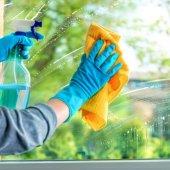 cách tẩy sơn nhà dính vào cửa nhôm