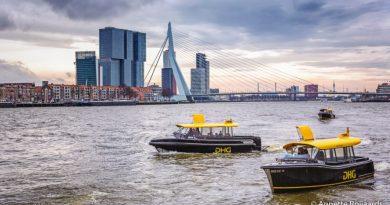 Watertaxi's op de Maas