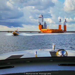 Mooi uitzicht op verschillende schepen vanuit de Watertaxi