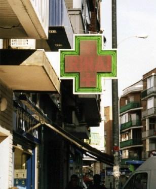 Banderola con la cruz de farmacia en neón de dos colores