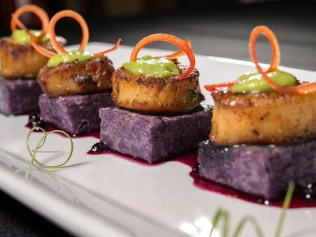 We offer eclectic wedding catering menus that are sure to add style to your event
