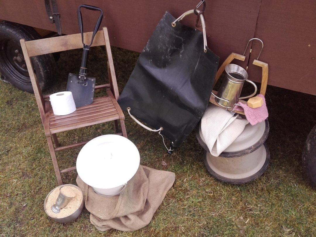 toilettes sèches et douche solaire