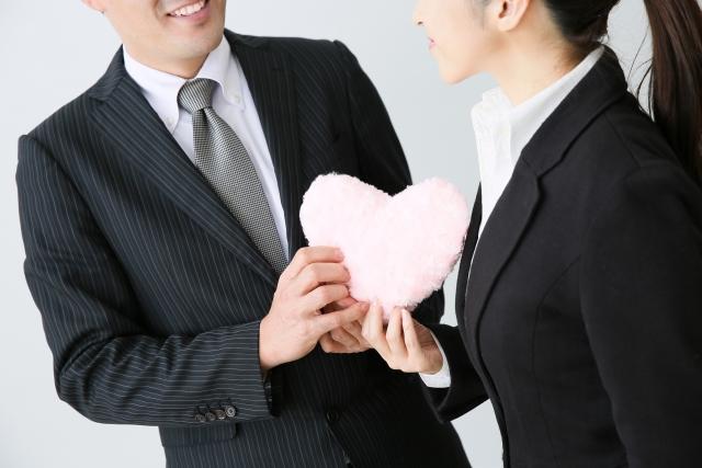 会社が就業規則で社内恋愛を禁止にすることは可能?