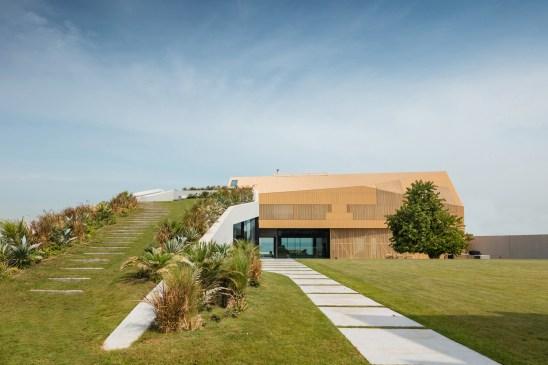 Baraka Seaside Residence by Pad10 Architects in Kuwait