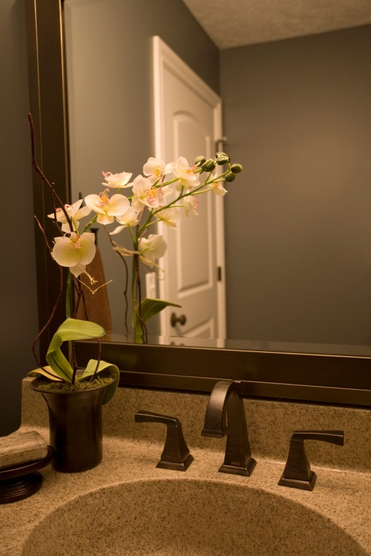 Cool ideas to use big mirrors in your bathroom (25)