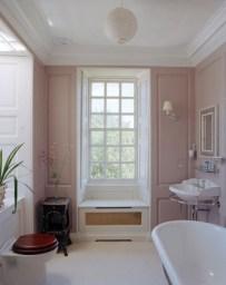 Delicate feminine bathroom design ideas (11)