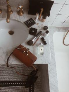 Cool bathroom counter organization ideas 41