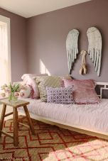 Cute bedroom design ideas with pink and green walls 39