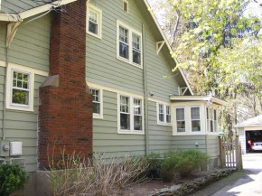 Exterior paint color ideas with red brick 26
