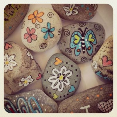 Inspiring painted rocks for garden ideas (4)