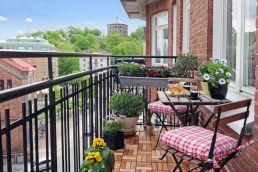 Modern apartment balcony decorating ideas 19