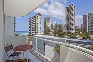 Modern apartment balcony decorating ideas 77