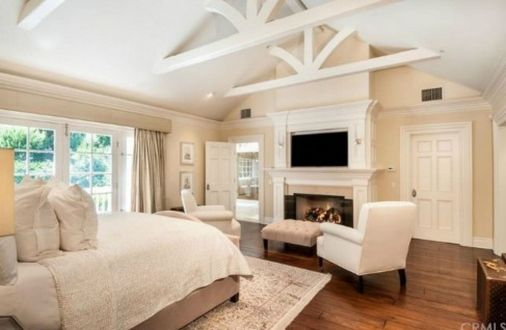 Stunning bedrooms interior design with luxury touch 06