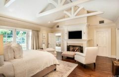 Stunning bedrooms interior design with luxury touch 45
