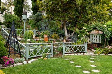 Stunning vegetable garden fence ideas (13)