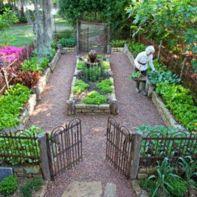 Stunning vegetable garden fence ideas (19)
