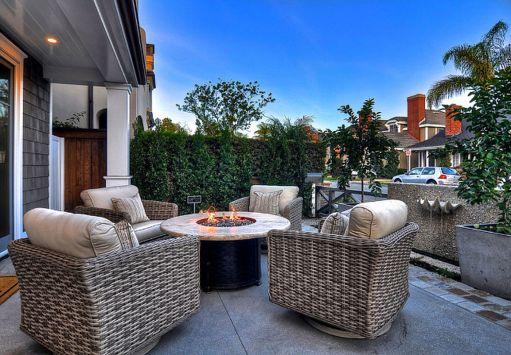 Stylish small patio furniture ideas 31