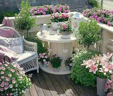 60 amazing small balcony garden design ideas round decor for Amazing small garden designs