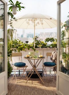 Amazing small balcony garden design ideas 02