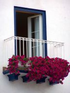 Amazing small balcony garden design ideas 04